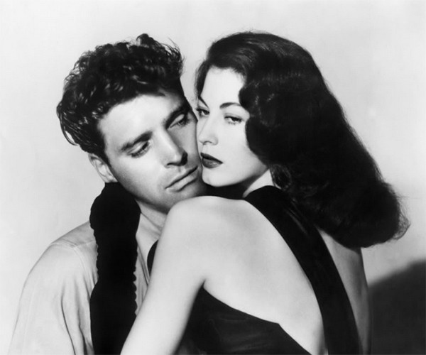 Burt Lancaster as Ole 'Swede' Anderson and Ava Gardner as Kitty Collins